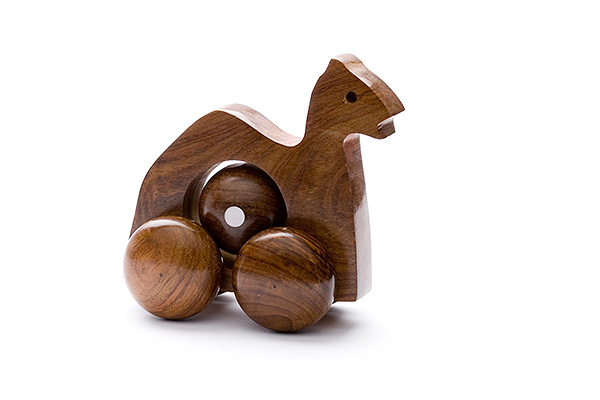 Rolling wooden dromedary with moving ball - wooden toy - Woodix Toys ©2008